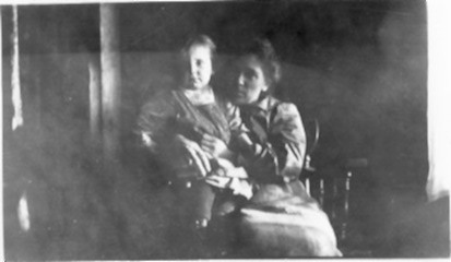 Martha Matilda with Dorothy, the youngest, circa 1920, just before Lynn left